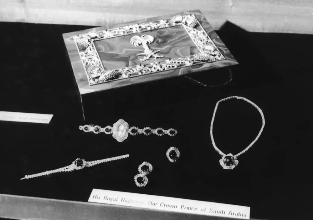 凯特王妃穿上了戴安娜王妃的蓝宝石珠宝首饰套件